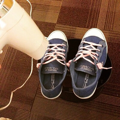 How to dry shoes quickly